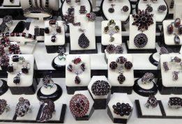 Co robić, aby zakupić dużo taniej biżuterię?