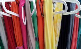 Sklep zara, oferuje odzież elegancką i codziennego użytku